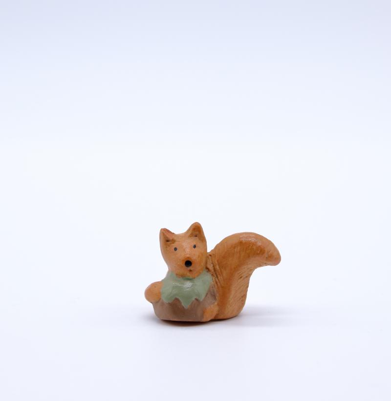 Ecureuil face produit petits animaux