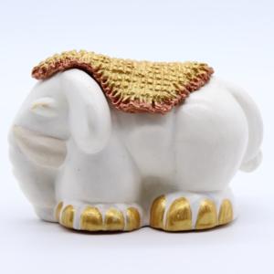 Éléphant au tapis – Blanc