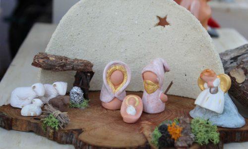 St famille rose sur socle