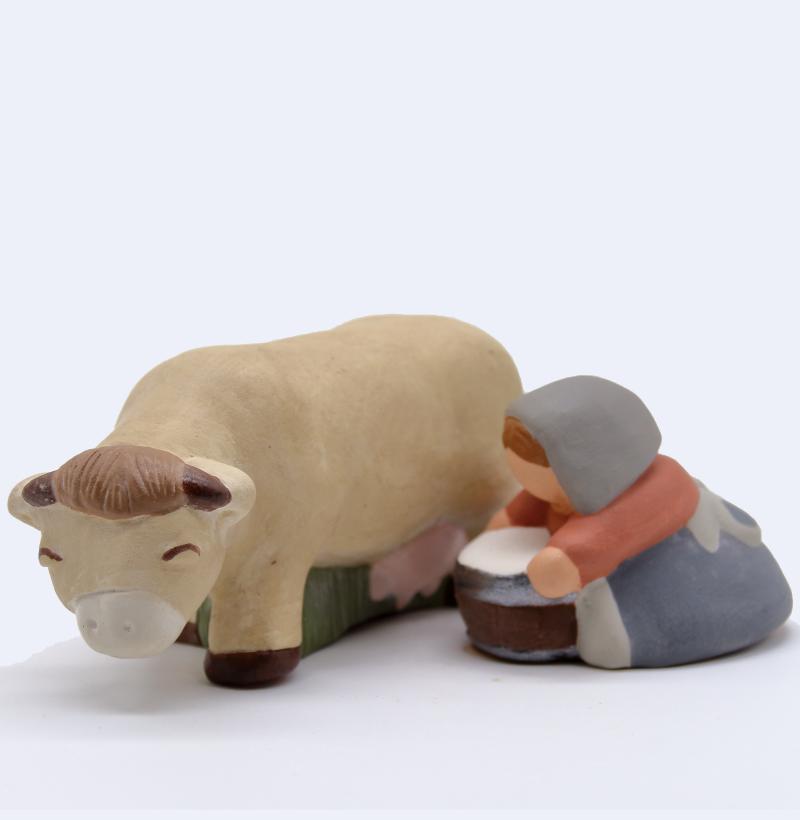 Traite De La Vache Beige Fermère Foncée Produit Gros Animaux